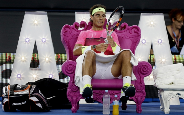 Queen of Love supports Nadal while he checks his racquet